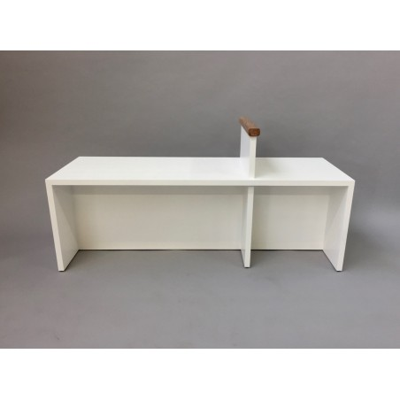 Gallery bench with arm support
