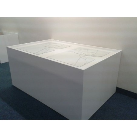 Vitrines & Table Plinths