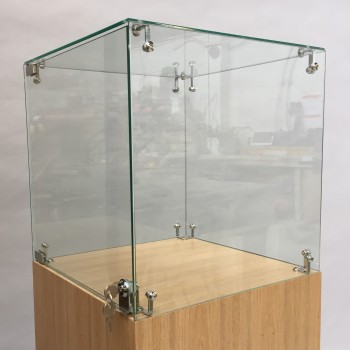 Display Cases in Glass and Acrylic for Fine Art & Retail by Artplinths